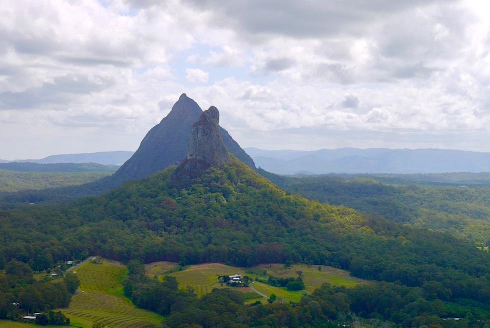 Glasshouse Mountains: Auf dem Gipfel des Mt Ngungun - Ausblick auf Mt Coonowrin & Mt Beerwah - Sunshine Coast - Queensland