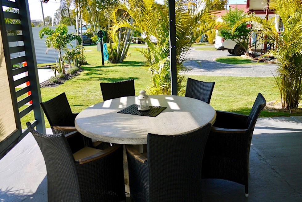 Übernachtungsempfehlung: Palms Caravan Park - Schöner Lounge & Kitchen Bereich für Camper - Hervey Bay - Queensland