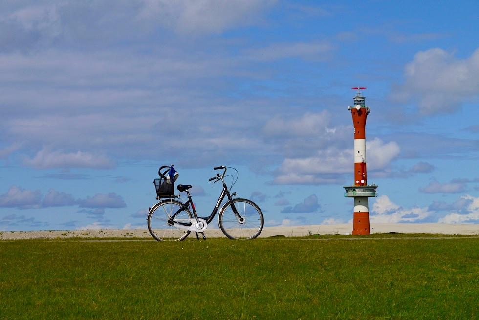 Wangerooge - Radfahren auf dem Westgrodendeich & Blick auf den Neuen Leuchtturm - Ostfriesische Inseln - Nordsee