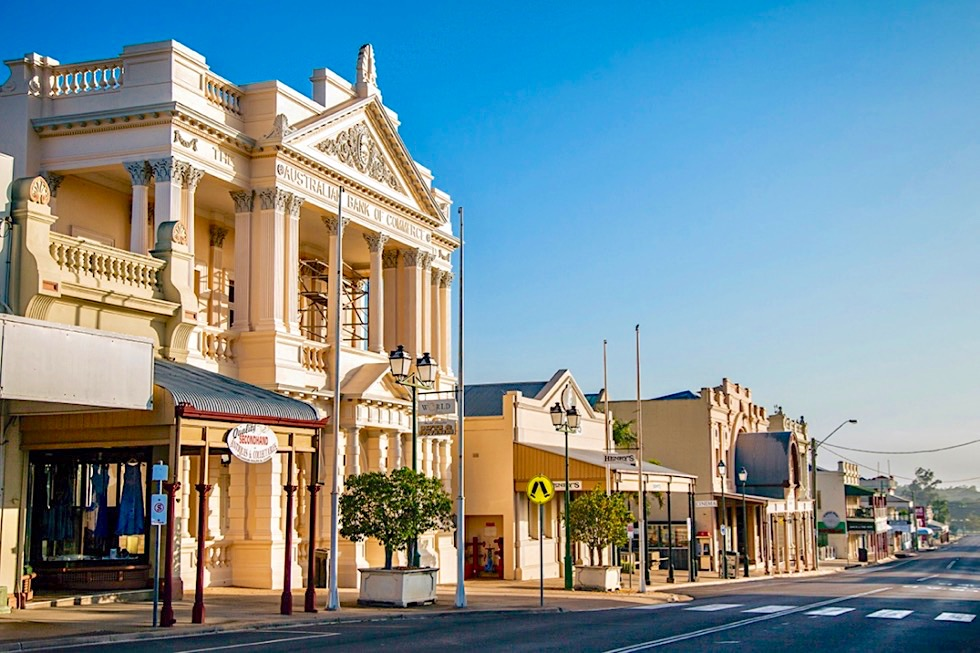 Charters Towers - Mosman Street mit all seinen Prachtbauten - Queensland