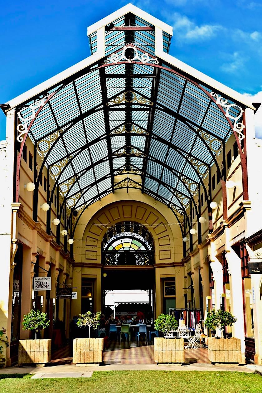 Charters Towers - Stock Exchange Arcade von der Rückseite - Queensland