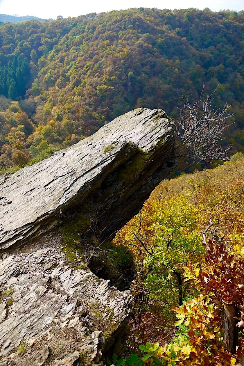 Traumschleife Ehrbachklamm - Peterslay: Felsspitze ist eines der Highlights dieser Hunsrück Wanderung - Rheinland-Pfalz