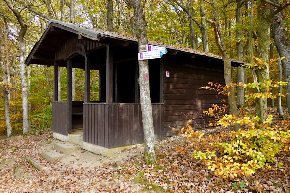 Traumschleife Ehrbachklamm - Schutzhütte mit Ausblick auf die Hunsrück Berge - Rheinland-Pfalz