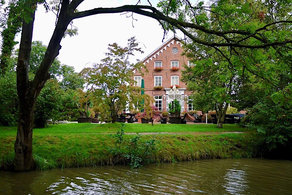 Greetsiel - Ausblick auf historischen Gulfhof und Landgasthof Steinfeld - Krummhörn - Ostfriesland