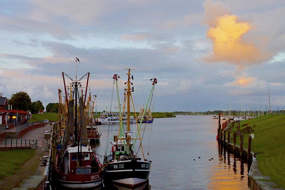 Greetsiel - Hafen kurz vor Sonnenuntergang - Krummhörn - Ostfriesland