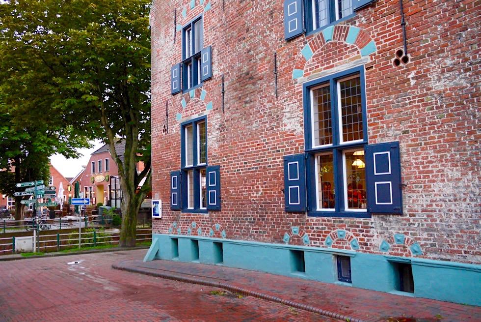 Greetsiel - Historisches Gebäude: Hohe Haus: Seitenansicht - Krummhörn - Ostfriesland