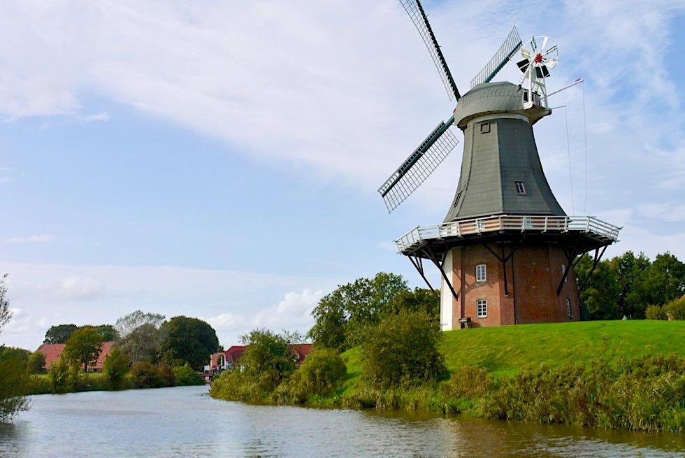 Greetsiel - Kanal-Rundfahrt mit dem Boot: Zwillingsmühlen - Krummhörn - Ostfriesland