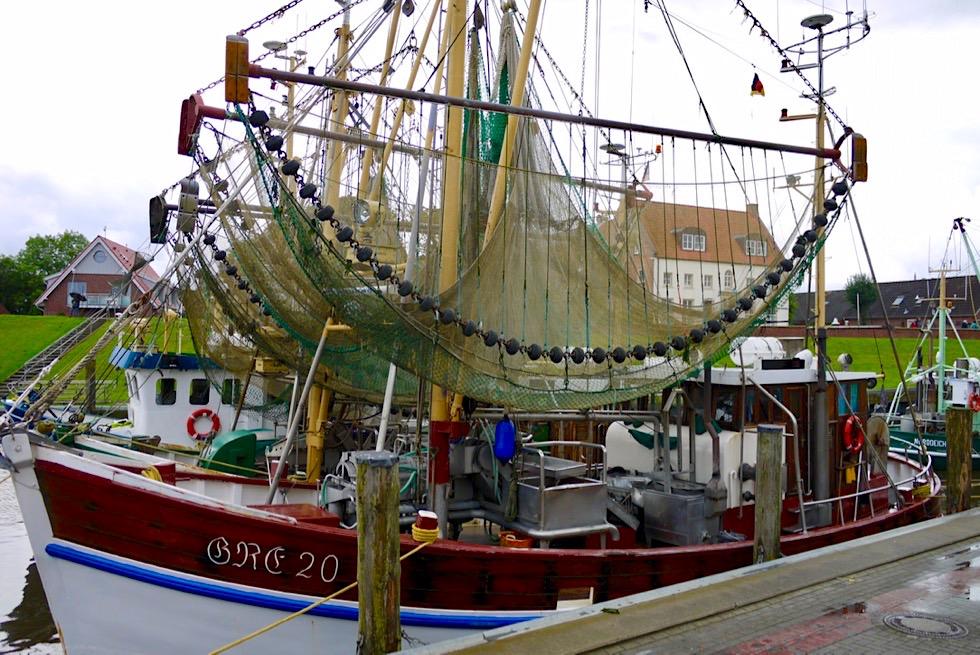 Greetsiel - Krabbenkutter & aufgehängte Netze - Krummhörn - Ostfriesland