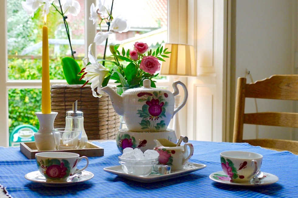 Greetsiel - Poppinga's Alte Bäckerei: Teestube & Ostfriesische Teezeremonie - Krummhörn - Ostfriesland