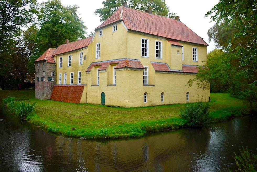 Pewsum - Häuptlingsburg: Wohnsitz der ehemaligen Fürsten & Kanal - Krummhörn - Ostfriesland