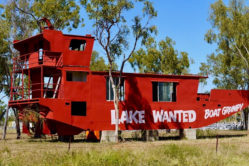 Sellheim bei Charters Towers - Zum Loslachen: Lake Wanted Boat Grumpy - Queensland