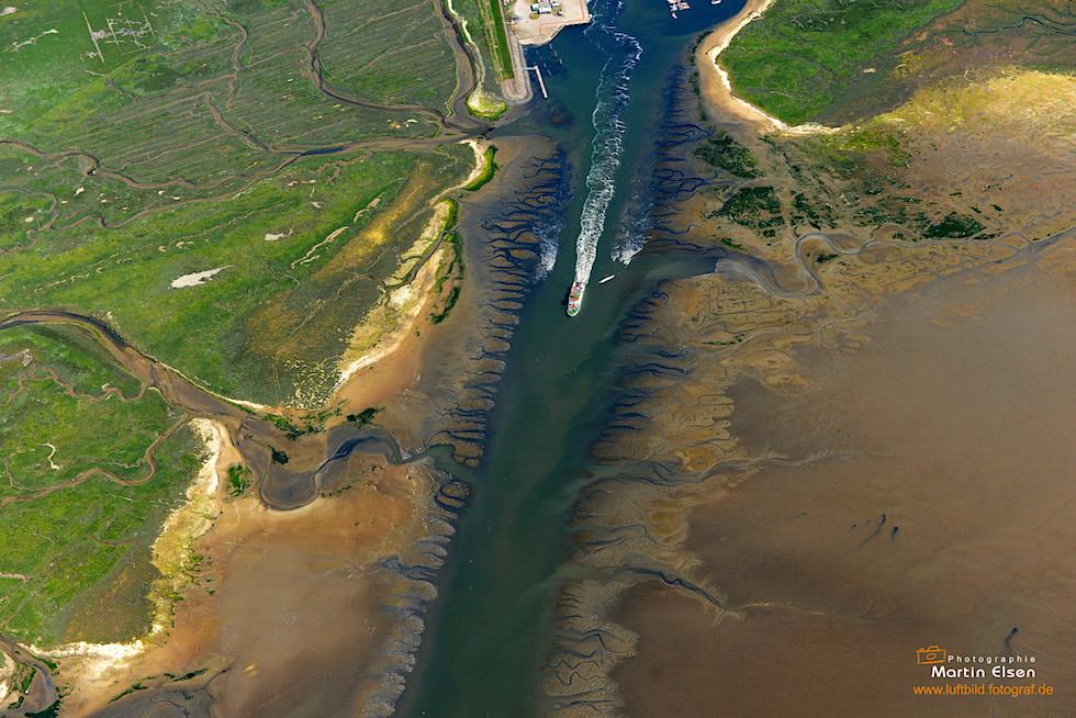 Spiekeroog - Luftbild: Ausfahrt vom Hafen - Ostfriesische Inseln