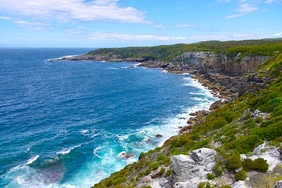 Booderee National Park - Cape St George: Grandioser Ausblick auf die steile, felsige Küste & das tobende Meer - New South Wales