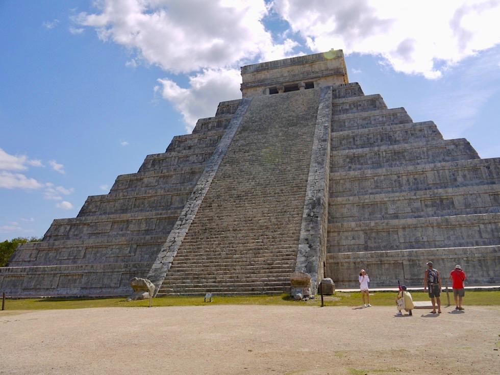 Chichen Itza - Pyramide von Kukulkan oder El Castello: Wahrzeichen von diesem Weltwunder der Moderne - Yucatan - Mexiko