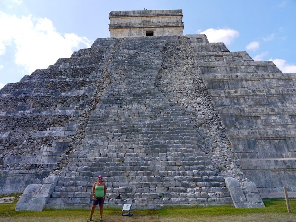 Chichen Itza - Pyramide Kukulkan von der unrestaurierten Seite - Yucatan - Mexiko