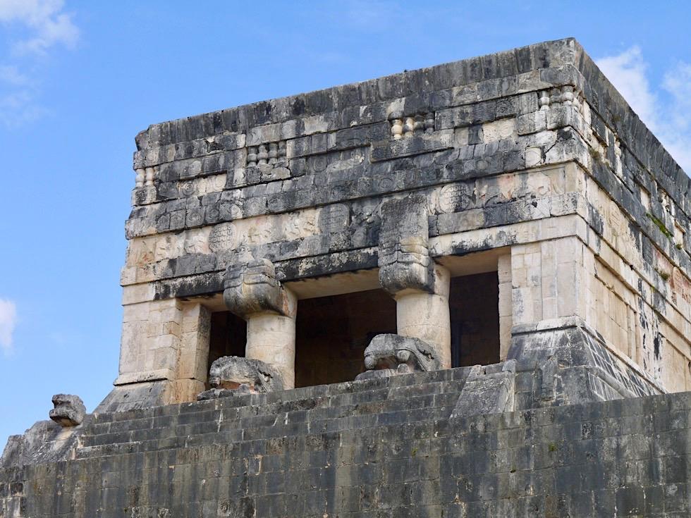 Chichen Itza - Tempel der Jaguare am Südostende des Ballspielplatzes - Yucatan - Mexiko