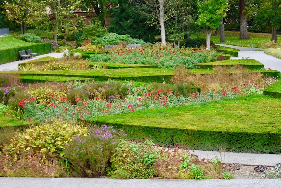 Koblenz - Schöne Gartenanlagen beim Kurfürstlichen Schloss am Rheinufer - Rheinland-Pfalz Reisetipps
