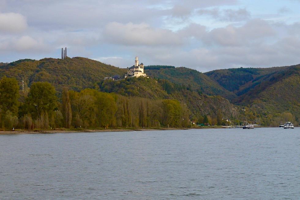 Marksburg vom Rhein aus gesehen - Schiffsfahrt von Koblenz nach Braubach - Rheinland-Pfalz Reisetipps