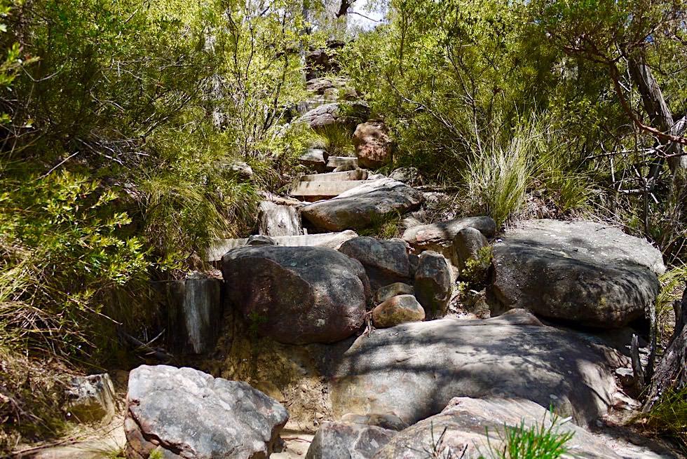 Pigeon House Mountain - Steile Passage mit großen Felsbrocken - Morton National Park - New South Wales