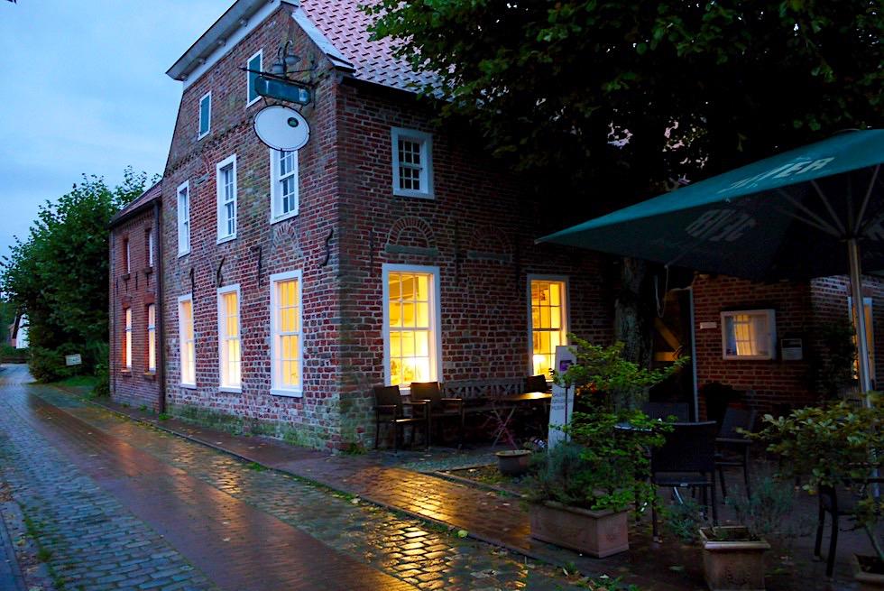 Warfendorf Pilsum - Alte Brauerei: gutes Restaurant direkt bei der Kirche - Krummhörn - Ostfriesland