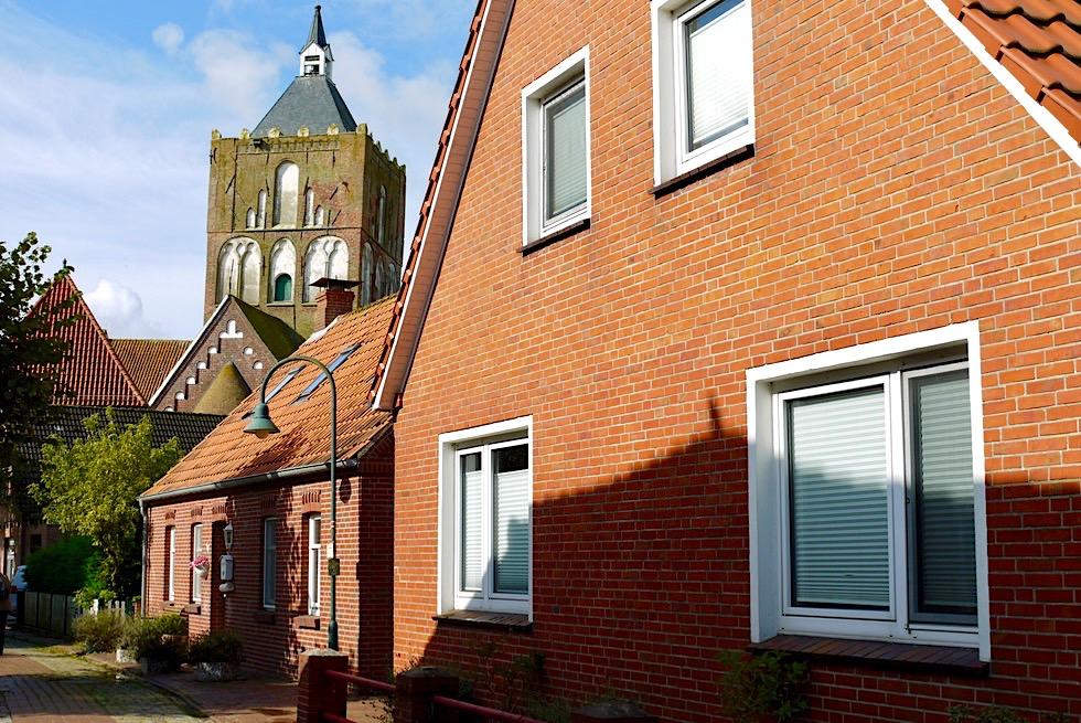 Warfendorf Pilsum - Dorfstrasse zum Kirchplatz - Krummhörn - Ostfriesland