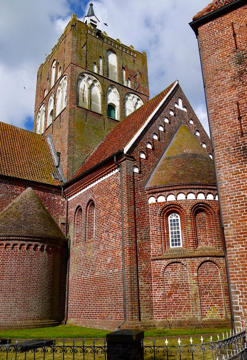 Warfendorf Pilsum - Markanter, von weitem sichtbarer Kirchturm & berühmte Viererkirche - Krummhörn - Ostfriesland
