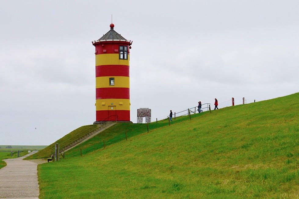 Gelb-roter Pilsumer Leuchtturm - Bekanntester Leuchtturm in Deutschland & Wahrzeichen der Krummhörn - Ostfriesland