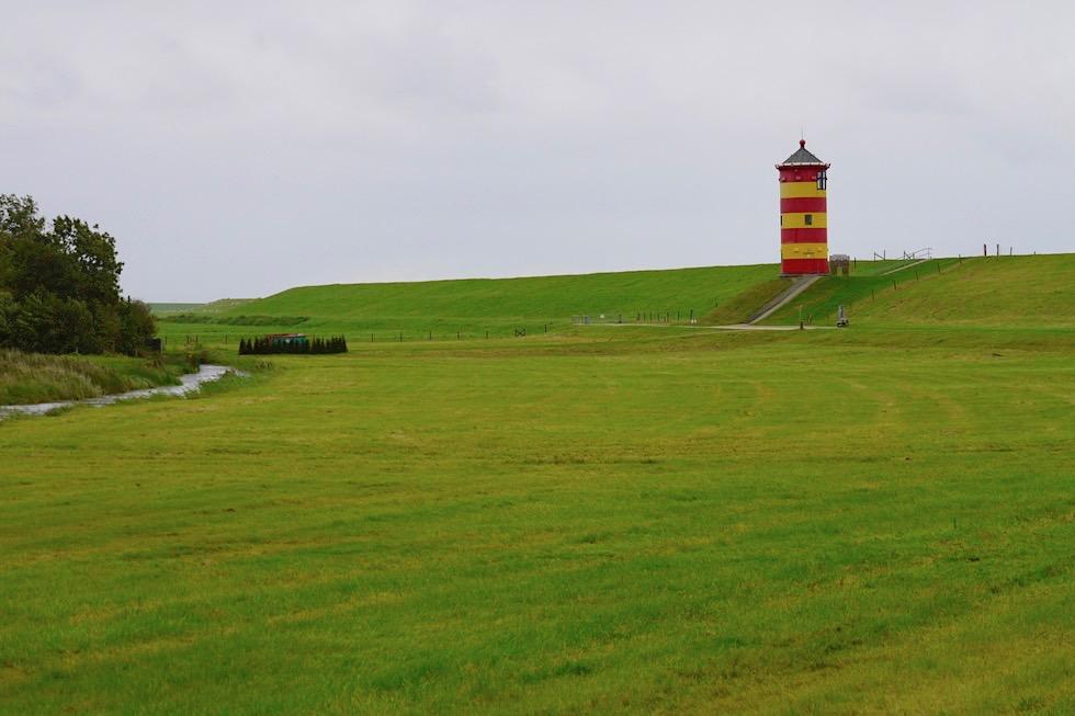 Touristenattraktion: Pilsumer Leuchtturm: hier ist es selten menschenleer, außer bei Sturm - Krummhörn - Ostfriesland