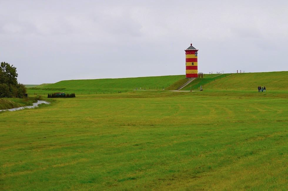 Pilsumer Leuchtturm - Von Weitem hinter den Dünen gesehen - Krummhörn - Ostfriesland