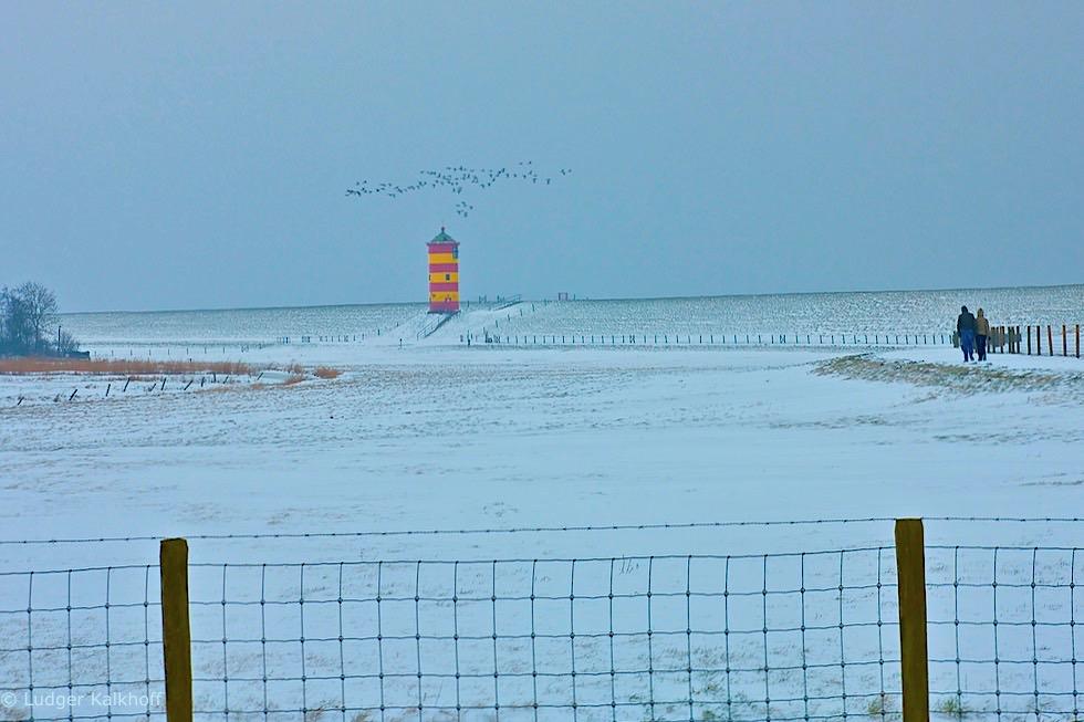 Pilsumer Leuchtturm - Winterlandschaft mit Schnee - Krummhörn - Ostfriesland
