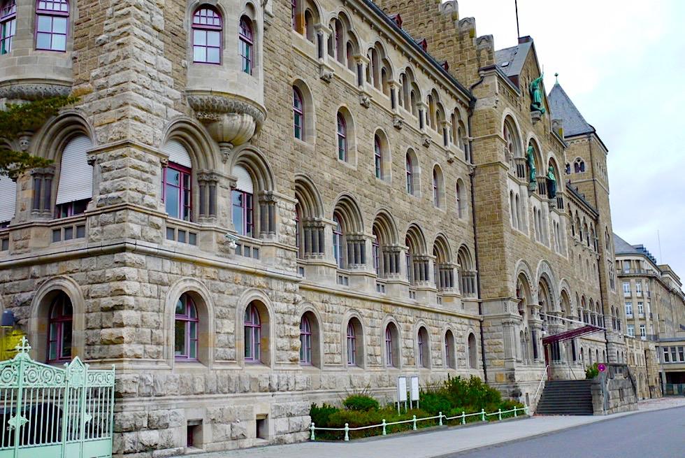 Beeindruckend: Ehemaliges Preußisches Regierungsgebäude am Rheinufer - Koblenz - Rheinland-Pfalz Reisetipps