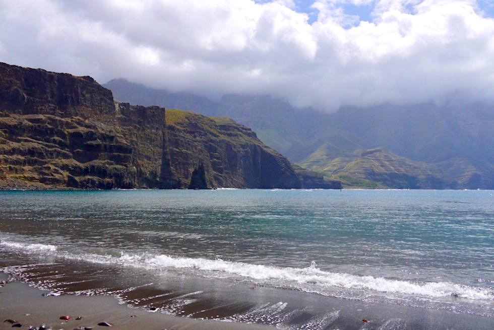 Agaete - Playa des Las Nieves mit grandioses Ausblick auf die Steilküste - Gran Canaria