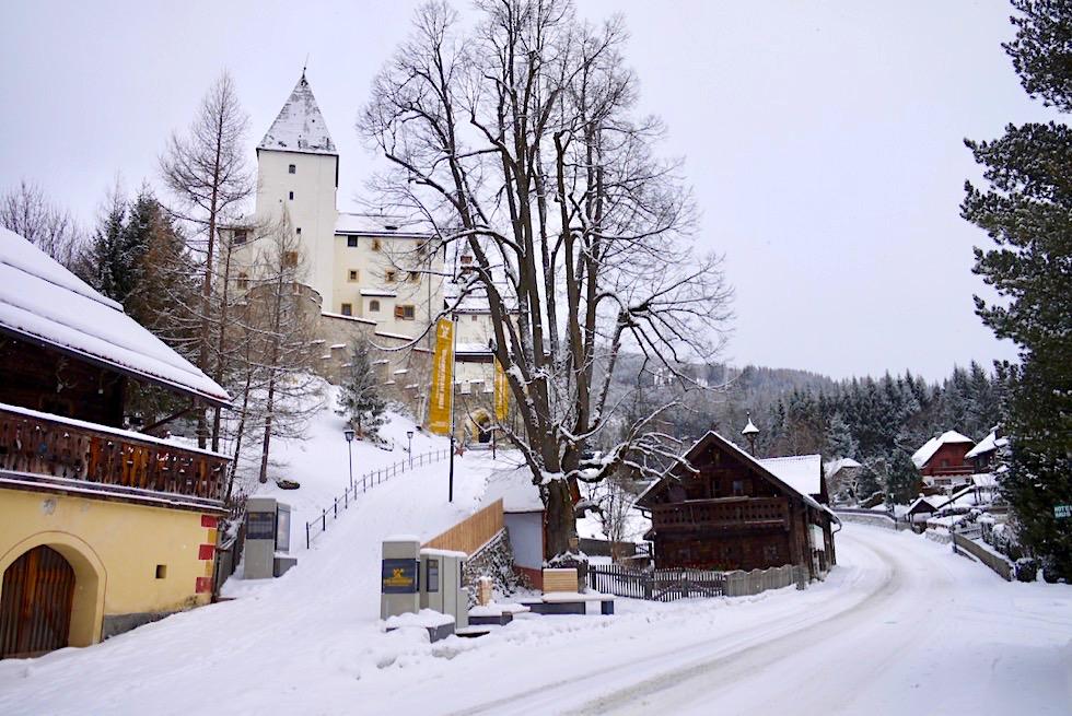 Burg Mauterndorf im Winter - Salzburger Lungau - Österreich
