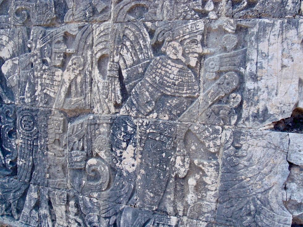 Chichen Itza - Faszinierende Wandreliefs: Armee von Kriegern & Vogelmenschen - Yucatan - Mexiko