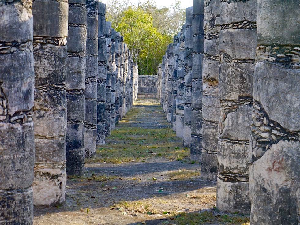 Chichen Itza - Grupo de las Mil Columnas oder Halle der 1000 Säulen - Yucatan - Mexiko