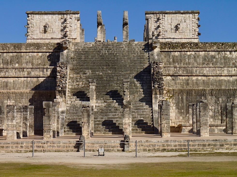 Chichen Itza - Imposante Pyramide mit Kriegertempel und der Chac Mool Figur - Yucatan - Mexiko