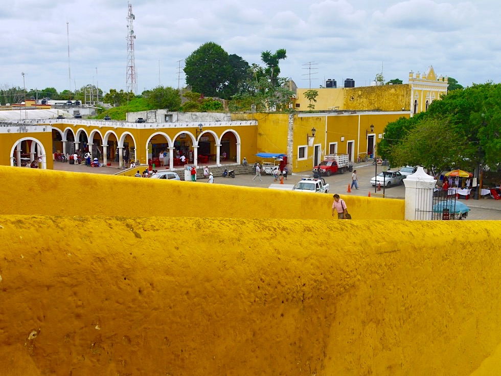 "Izamal: die ""Gelbe Stadt"" - Blick auf die Altstadt - Yucatan - Mexiko"