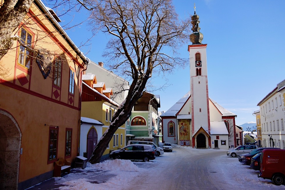 Idyllisches Mauterndorf - Kirchplatz & historische Häuser - Salzburger Lungau - Österreich