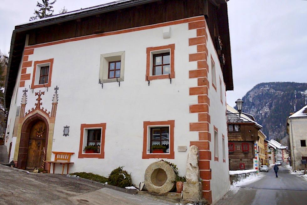 Mauterndorf - Historisches Putzhaus mit Meilenstein - Salzburger Lungau - Österreich