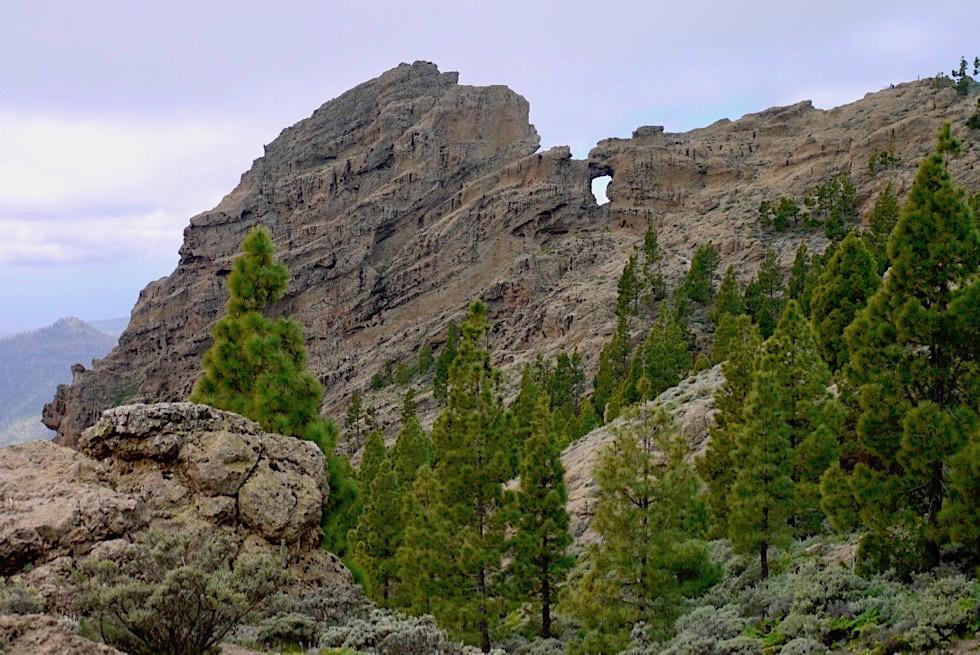 Markante Felsformation mit Fenster beim Pico de las Nieves - Gran Canaria