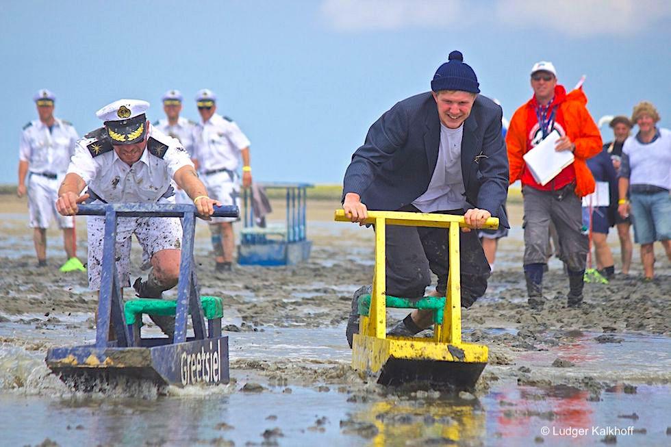 Wältmeisterschaften im Schlickschlittenrennen in Upleward: Wettkampf & Riesenspaß - Krummhörn - Ostfriesland