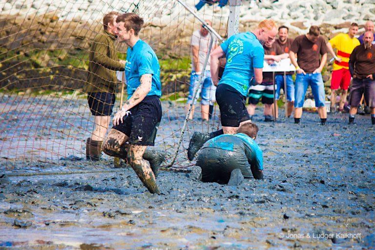 Schlickschlittenrennen & Wattfußball bei den Wältmeisterschaften in Upleward-Krummhörn - Ostfriesland