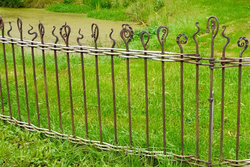 Wunderschöne Schmiedekunst wird zum Zaun: die Highlights des Warfendorfes Upleward - Krummhörn - Ostfriesland