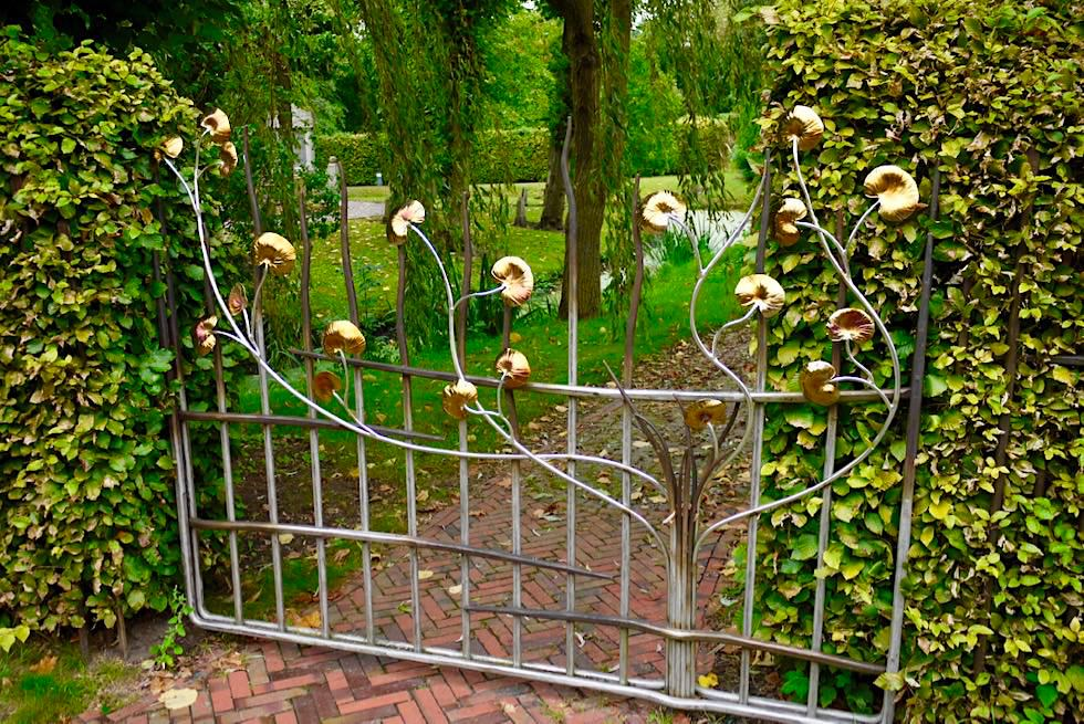 Upleward - Wunderschöne Schmiedekunst formen Tore & Türen der Gärten - Krummhörn - Ostfriesland