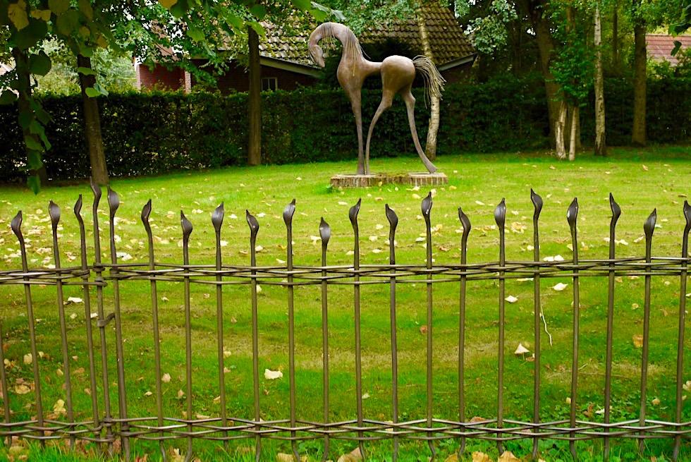 Upleward-Krummhörn - Faszinierende Skulpturen & Zäune des Künstlers Guiseppe Lund - Ostfriesland