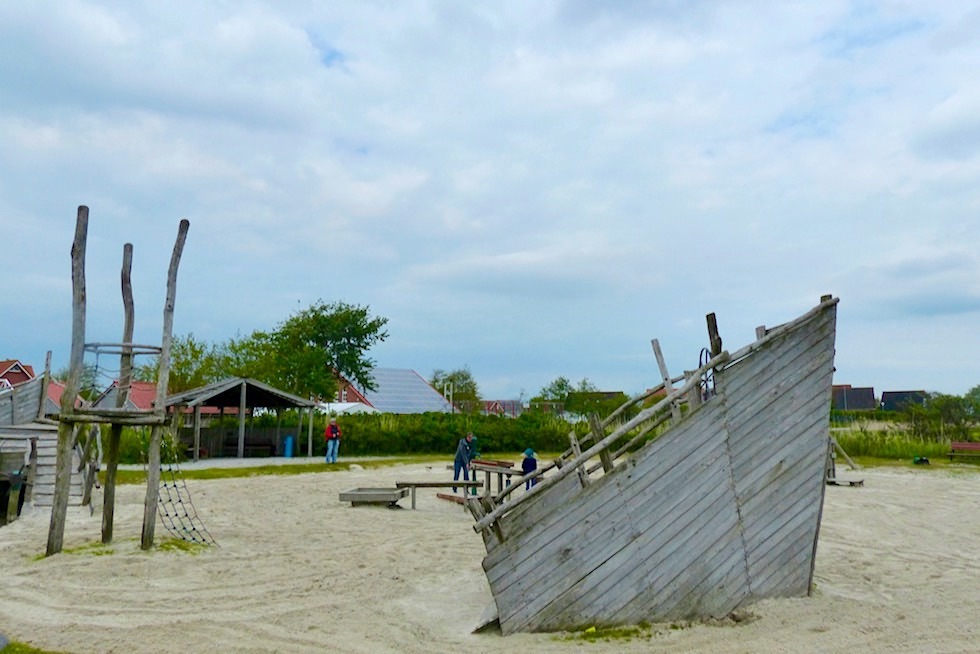 Upleward mit seinem Trockenstrand & Abenteuerspielplatz - Krummhörn - Ostfriesland