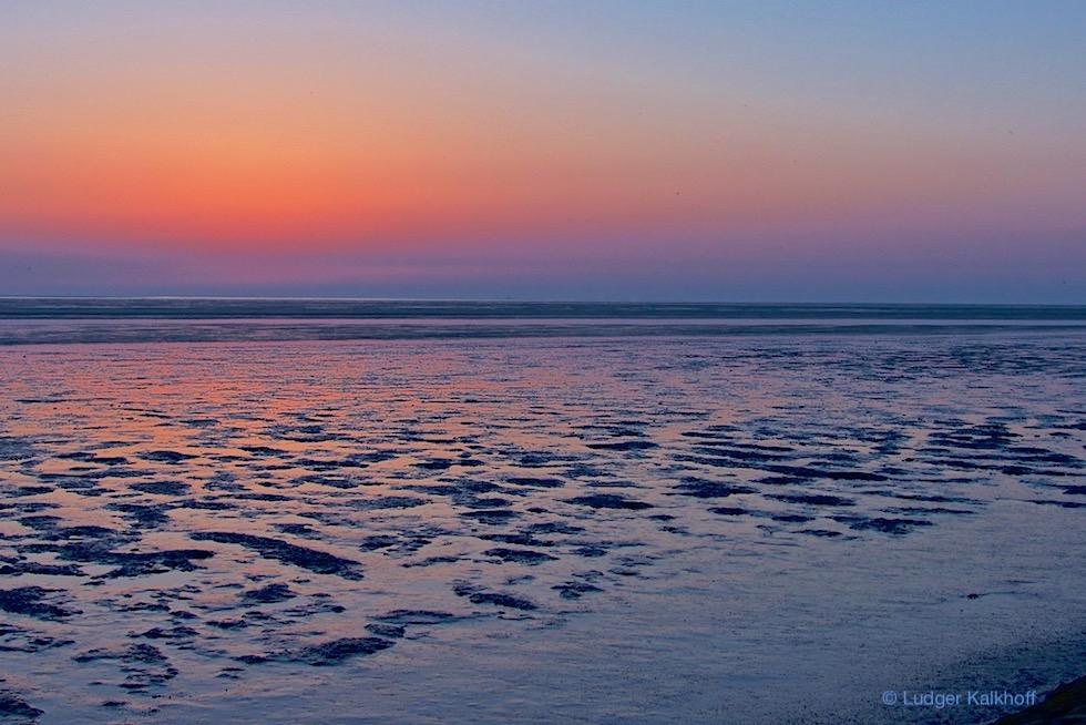 Upleward-Krummhörn - Ausblick auf das Watt bei einem fulminanten Sonnenuntergang - Ostfriesland
