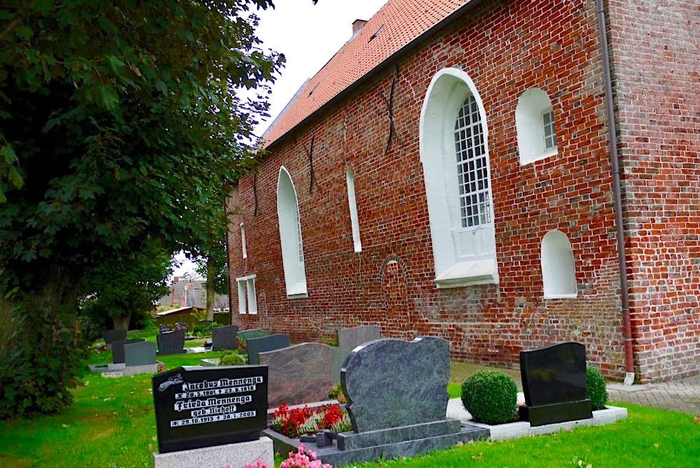 Uplewarder Kirche mit Friedhof - Krummhörn - Ostfriesland