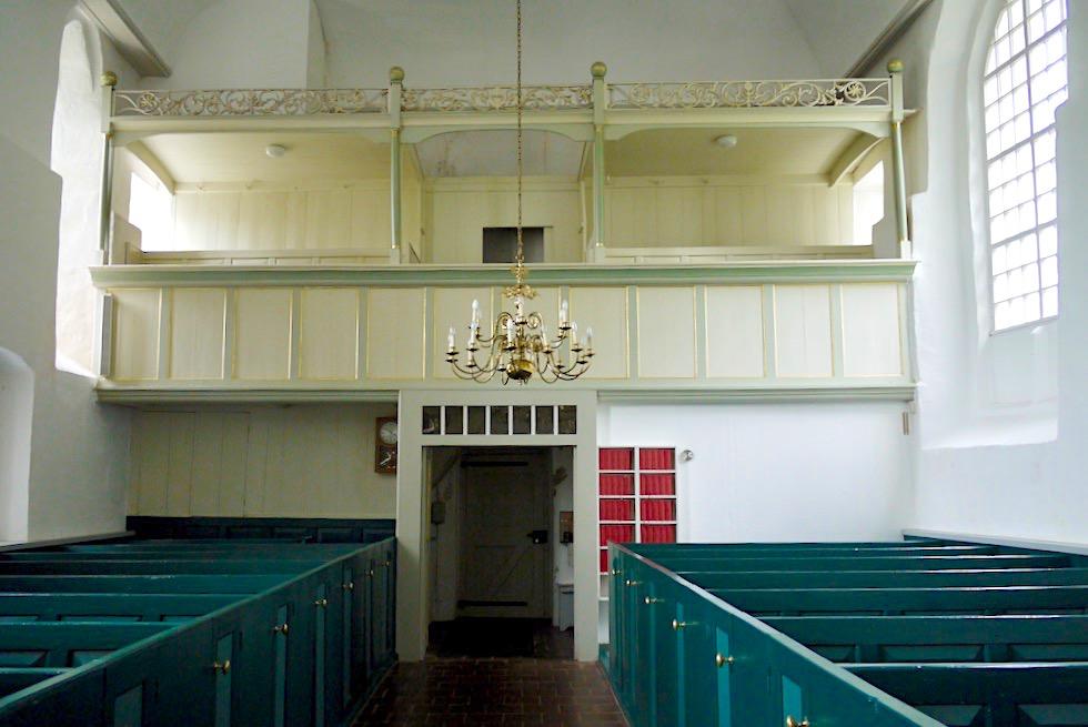 Uplewarder Kirche von innen: vollkommen schlicht - Krummhörn - Ostfriesland