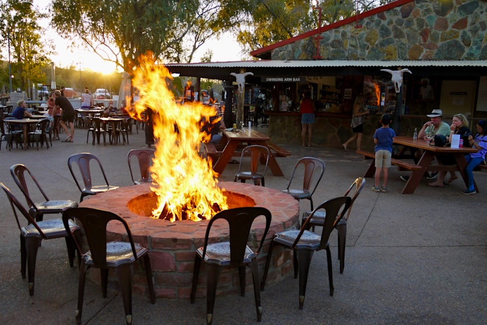 El Questro Station - Sonnenuntergang, offenes Feuer & Musik - Kimberley Outback in Western Australia